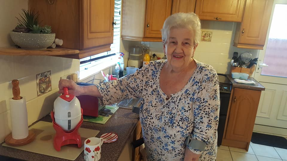 Anne with her Uccello Kettle at home